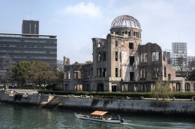 hiroshima_peace_memorial_genbaku_dome_unesco_world_heritage_site_seen_froom_the_the_aioi_bridge-_hiroshima_hiroshima_prefecture_japan_2009