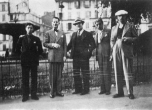 017-one-of-the-first-photographs-of-the-quintet-at-la-place-pigalle-1934-roger-chaput-stephane-grappelli-louis-vola-joseph-django-reinhardt-467x340
